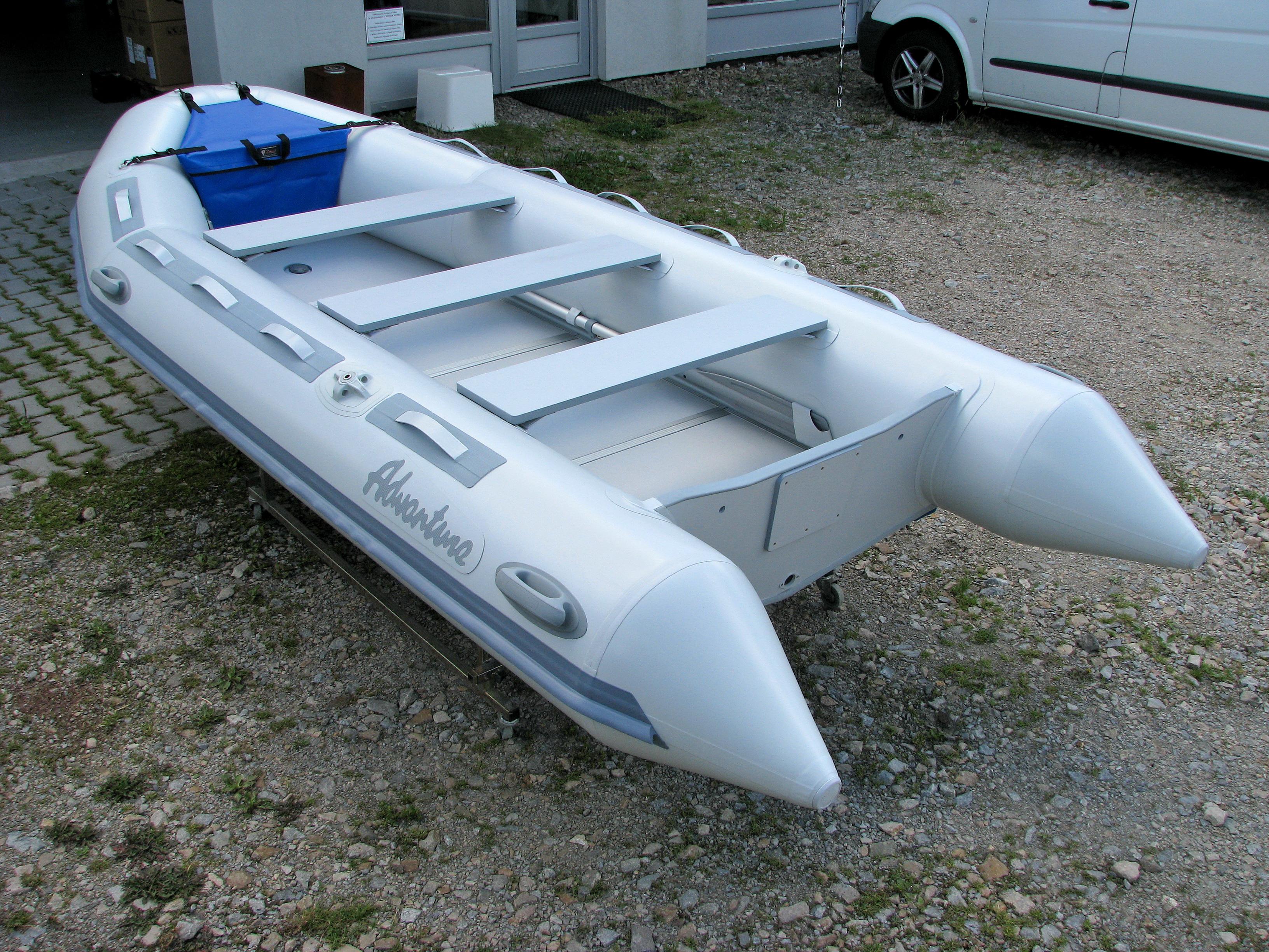 Nový design člunů Adventure M-400 s PVC madly na horní straně nafukovacích plováků