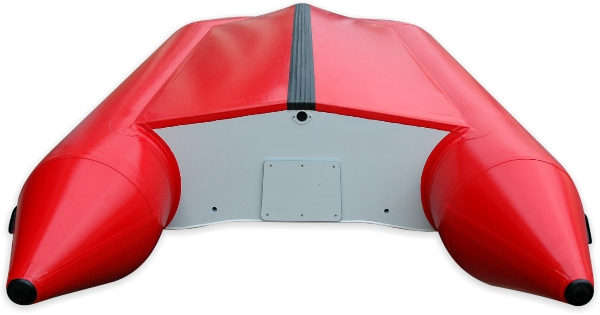 Jaké jsou rozdíly konstrukcí nafukovacích motorových člunů? Jak zásadně ovlivňují jejich jízdní vlastnosti? A jaký si vyberete právě vy? Pomůžeme vám se zorientovat při nákupu prvního nafukovacího člunu.