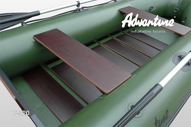 Základní a nejjednodušší typ skládací podlážky nafukovacích motorových člunů je tvořen jednotlivými deskami, které většinou nezakrývají celou palubu člunu.