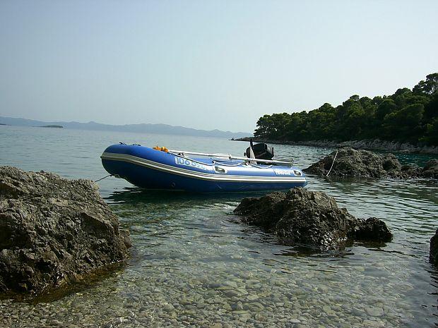 Středně velký nafukovací člun Adventure M-360 [B] je ideální kombinací mezi velikostí, výkony a cenou