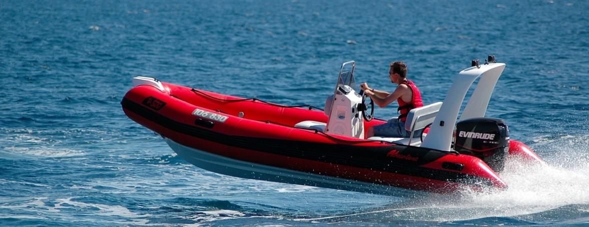 Nafukovací motorový člun RIB Adventure V-500 EVO Luxury vybavíme přesně dle vašeho přání a způsobu použití
