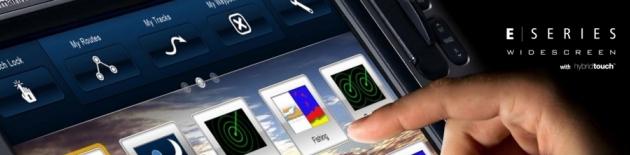 Multifunkční navigační a sonarové přístroje Raymarine s dotykovými displeji