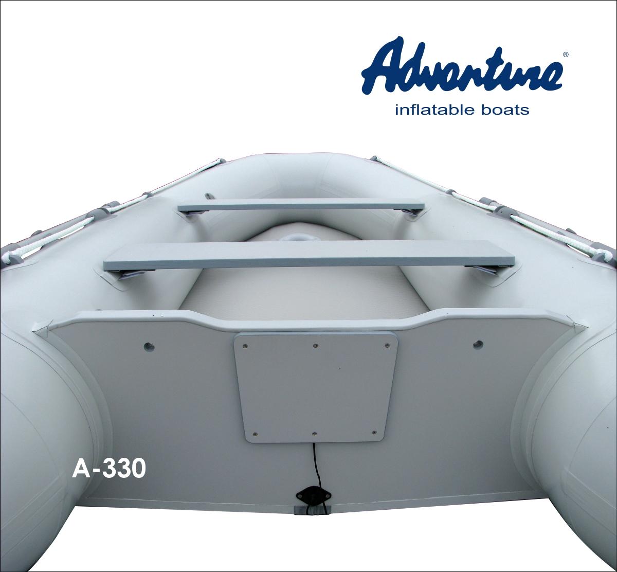 Člun Adventure s rovnou vysokotlakou podlážkou AIRdeck by HEYTex je věrný klasické koncepci nafukovacího kýlu a rovné paluby, na níž je bezpečné a pohodlné stát. Součástí podlážky je i úchyt nádrže.