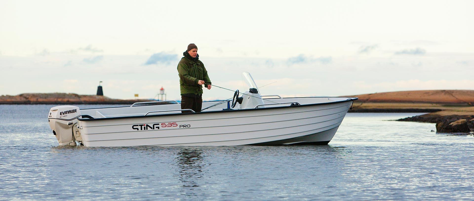 Pracovní motorový člun norské značky STiNG, 535 PRO