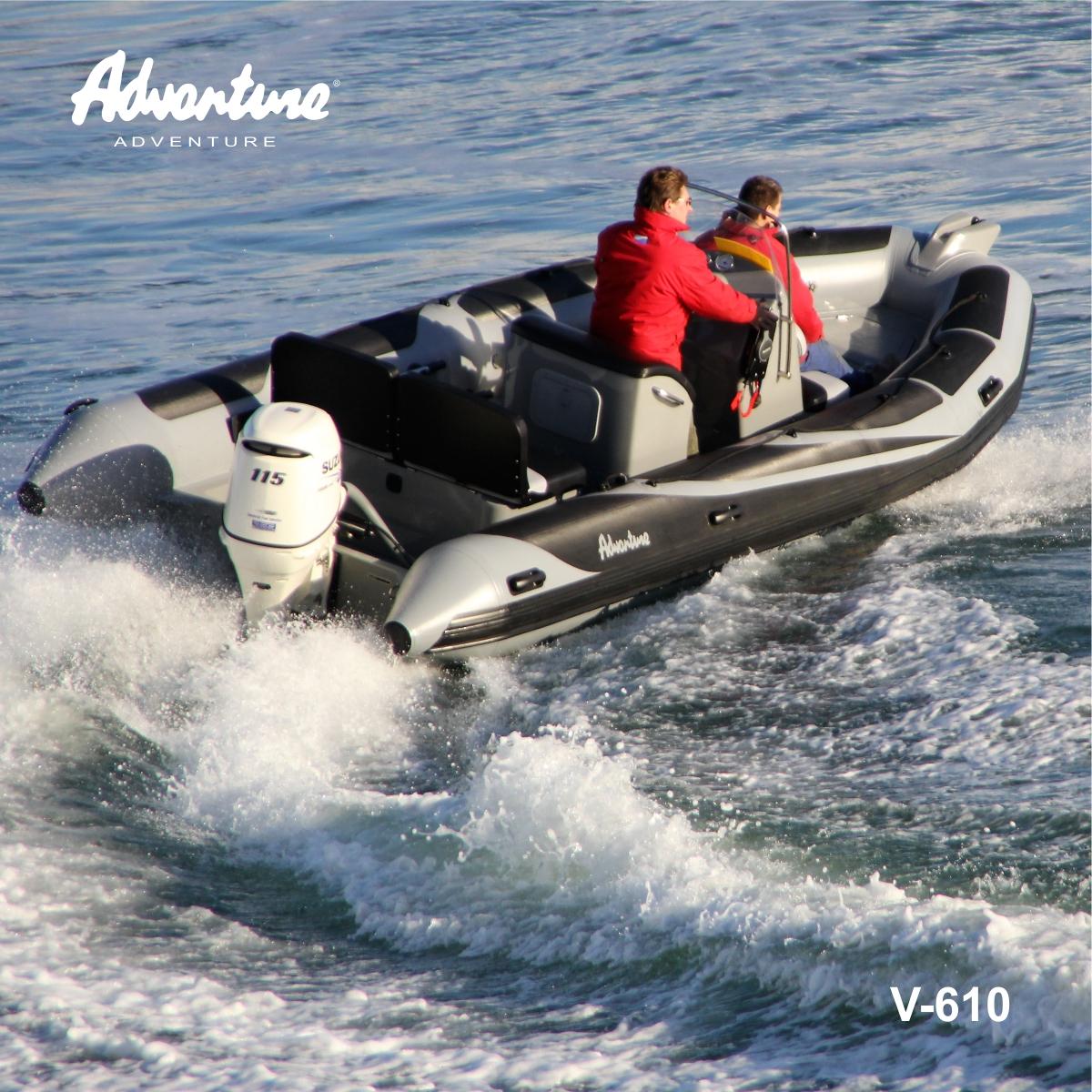 Nafukovací motorový člun RIB Adventure V-610 SUPER LUX s konzolou řízení SL-2H, vertikální opěrkou kapitána SLS-4 a sedačkou SLS-5