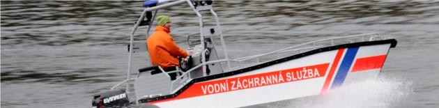 Motorové čluny a lodě pro práci na vodě a všechny profesionály - zakázková výroba hliníkových člunů s výklopnou přídí. Motorový člun S600-MULTI, laminátové pracovní čluny STING, nafukovací skládací a RIB's čluny ADVENTURE a zakázkové lodní příslušenství