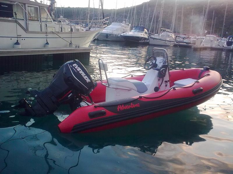 Motorový člun RIB's Adventure Vesta V-380 Evolution Sport s lodním motorem Evinrude E-TEC E60 DPL